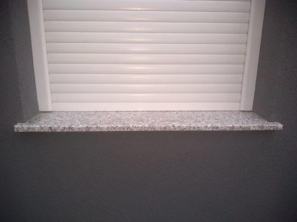 prozorska klupica granit bianco sardo