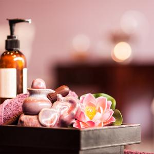Tretman kože lica lotosom za pojačanje vlažnosti kože