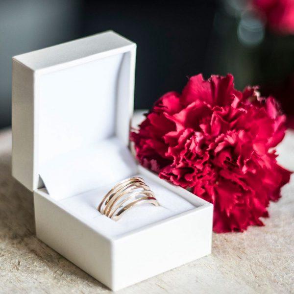 Ženski prsten od žutog zlata