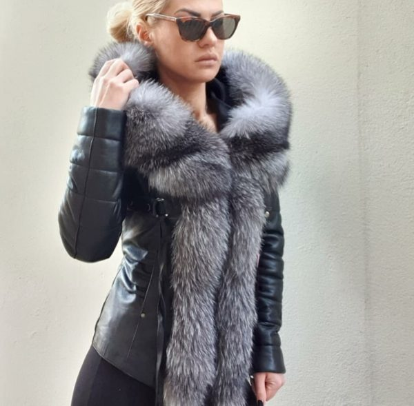 Crna kožna jakna sa velikim krznom 1