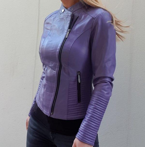 Ljubičasta kožna jakna