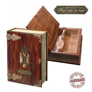 Rakija u drvenoj kutiji